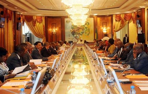 Communiqué final du conseil des ministres, pas un mot sur Péan et pas de nominations