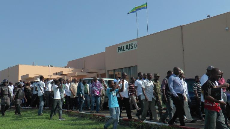 Les manifestants quittant le palais de Justice @gabonactu.com