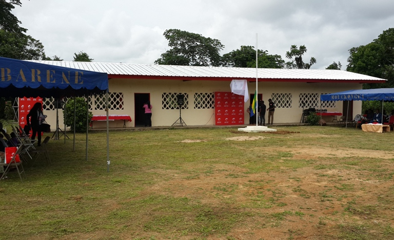Une école  ravagée par un violent orage relookée par Airtel