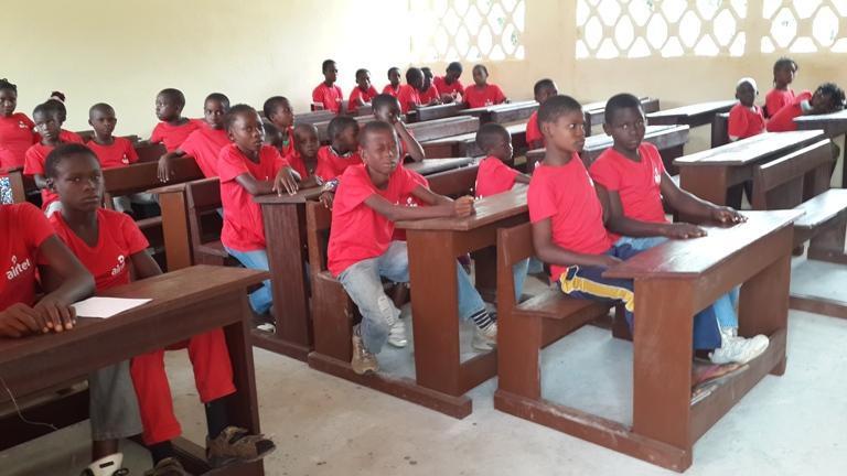 Les écoliers heureux dans leur école new look@gabonactu.com