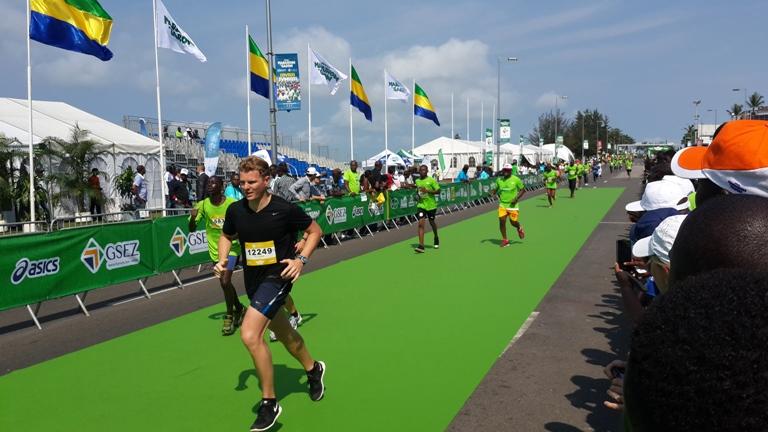 vue d'autres coureurs marathon Gabon 2014@gabonactu.com