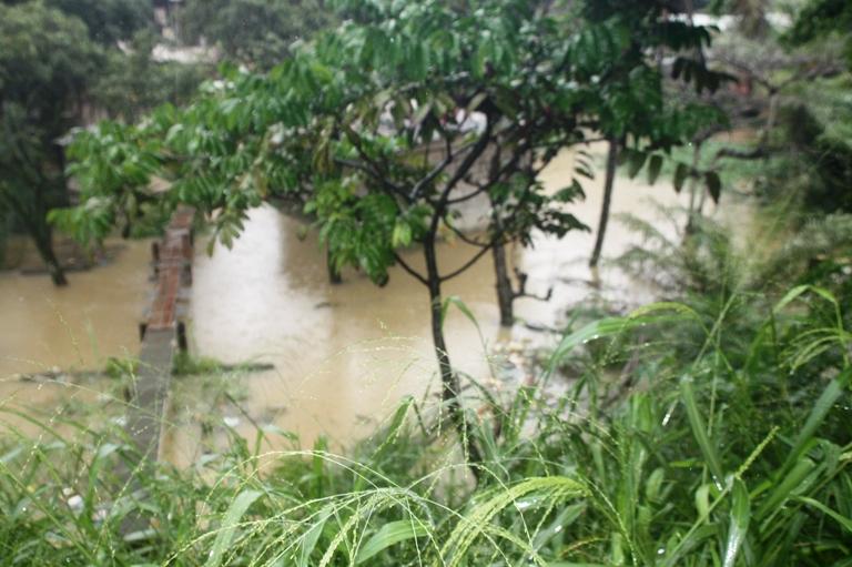Plusieurs quartiers de Libreville dans l'eau après une abondante pluie lundi