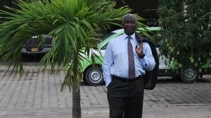 Raymond Ndong Sima Brise le silence et donne des petits coups discrets