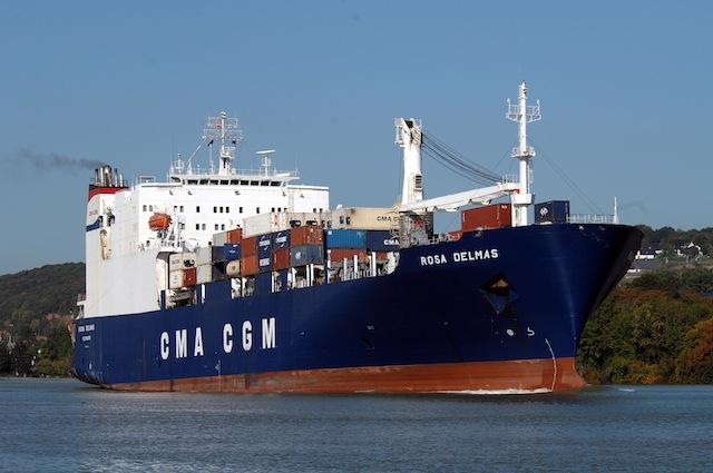 Un des navire de Bolloré @ DR