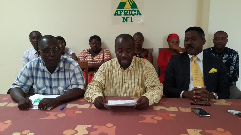 Jean Félix Ngawin Ndong  au centre et ses collègues@gabonactu.com