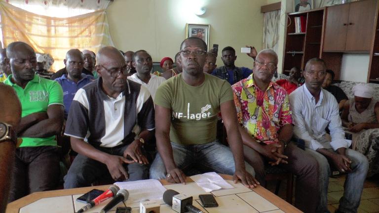 La famille peu avant la lecture de la déclaration @ Gabonactu.com