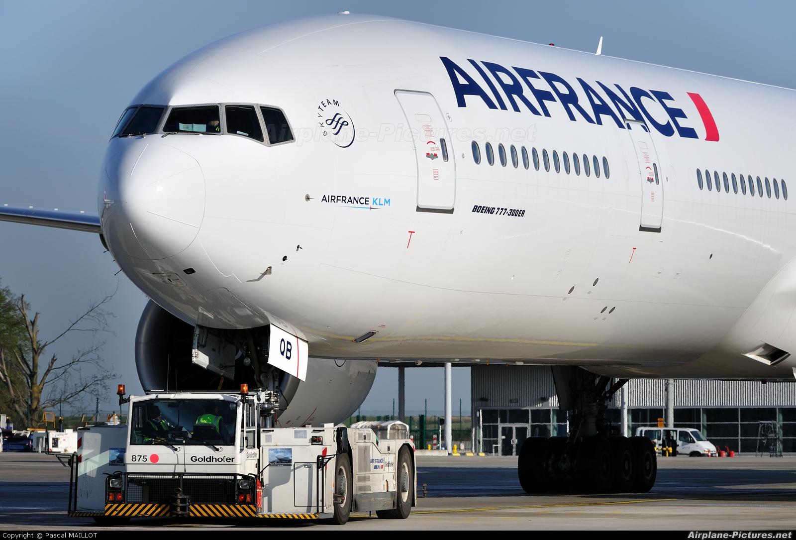 Air France pose à Libreville le plus luxueux avion de sa flotte