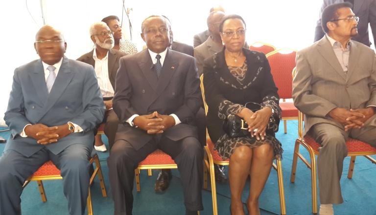 Didjob Divungui Di Ndinge  au milieu de ses nouveaux amis politiques@gabonactu.com