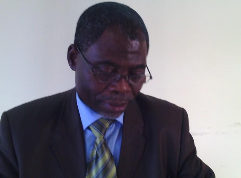 Victor Missanda coupe son morceau de l'ADERE