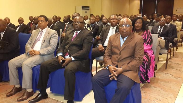 Le personnel de la CEEAC écoutant leur patron @ gabonactu.com