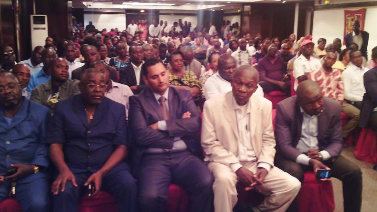 Une vue du public présent à la conférence de presse aux allures d'un meeting @ gabonactu.com