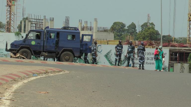 les policiers ont tout bloqué avec succès @ gabonactu.com