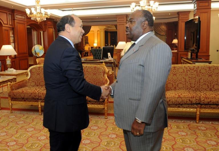 Abdeslam Ahizoune présente le nouveau DG de Gabon Télécom à Ali Bongo (ATTENTION VERSION CORRIGEE)