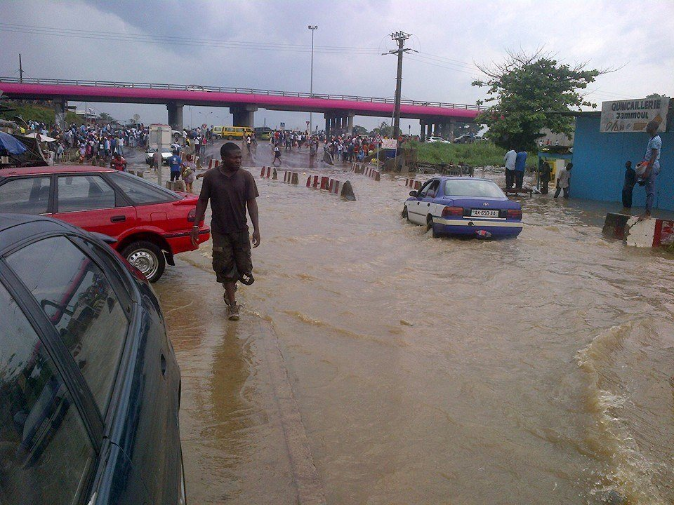 Inondations à Libreville après une pluie diluvienne, un mort