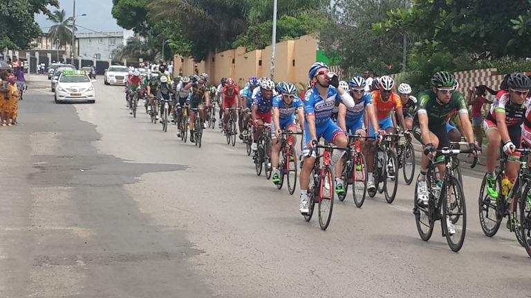 Le peloton sous la chaleur de Libreville @ gabonactu.com