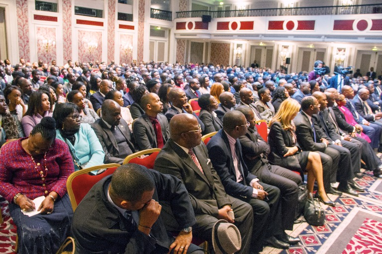Ali Bongo face à la diaspora gabonaise de France