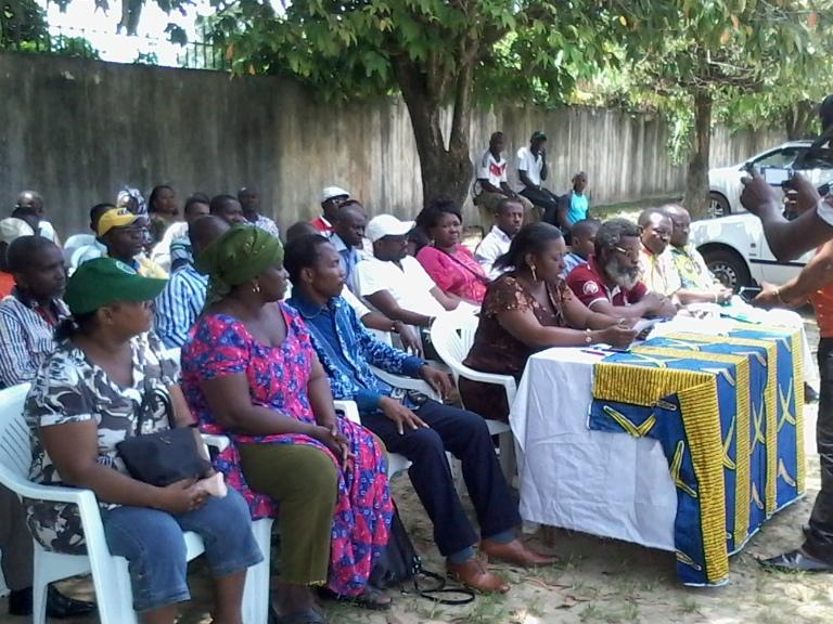 Les membres de Dynamique unitaire durant conférence de presse à Martine Oulabou @ gabonactu.com