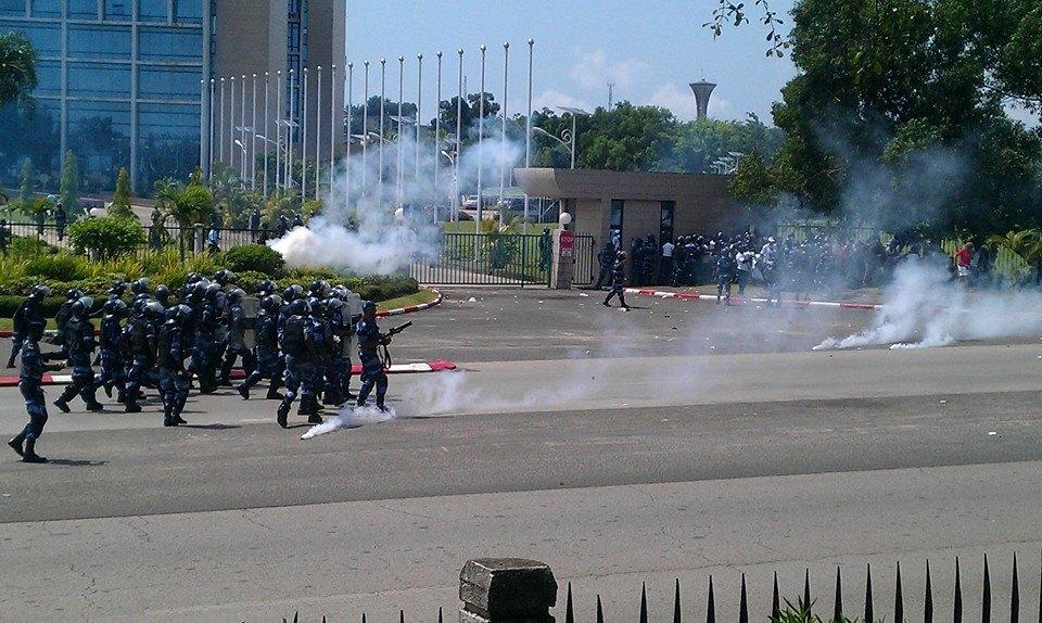 la police a fait usage des gaz lacrymogènes pour disperser les manifestants