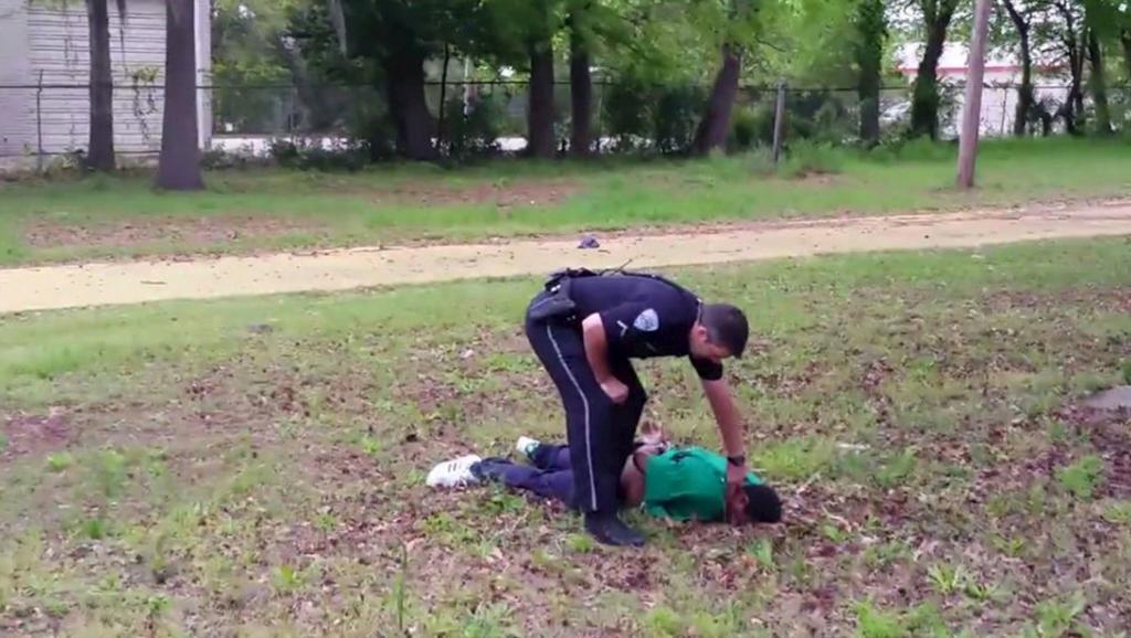 Un policier blanc abat un noir de huit balles dans le dos aux Etats-unis