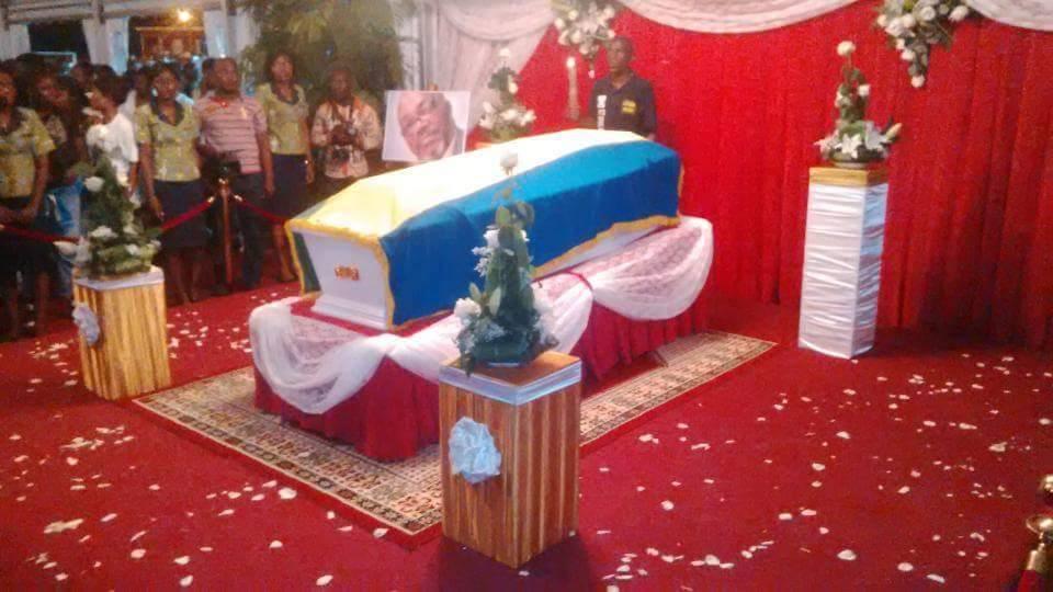 Retour triomphal d'André Mba Obame à Libreville
