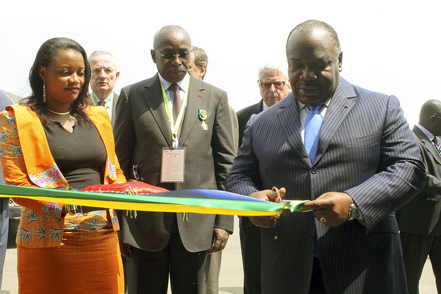 peu avant la visite, Ali Bongo a coupé le ruban symbolique @ DCP