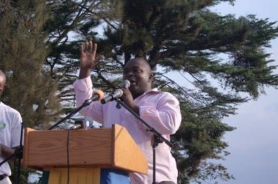 Jean Ping stoppe sa tournée dans la Ngounié suite au décès de Kombé Lekambo