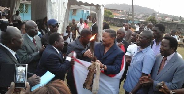 Ping recevant les atours du pouvoir @ gabonactu.com