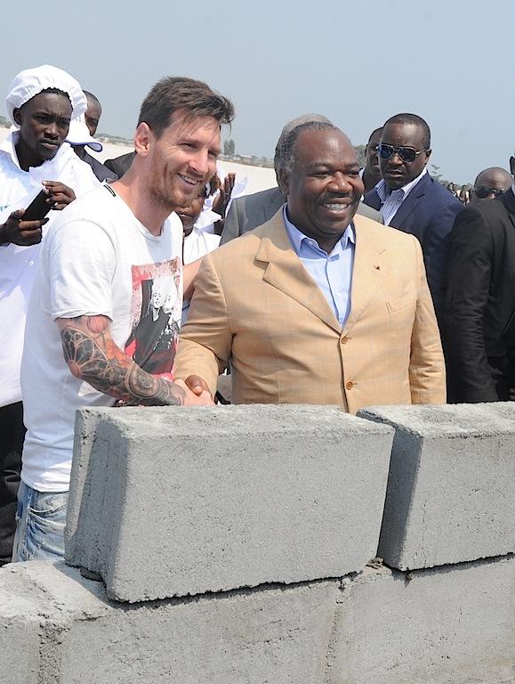 Pose de la 1ère pierre du futur stade de Port-Gentil