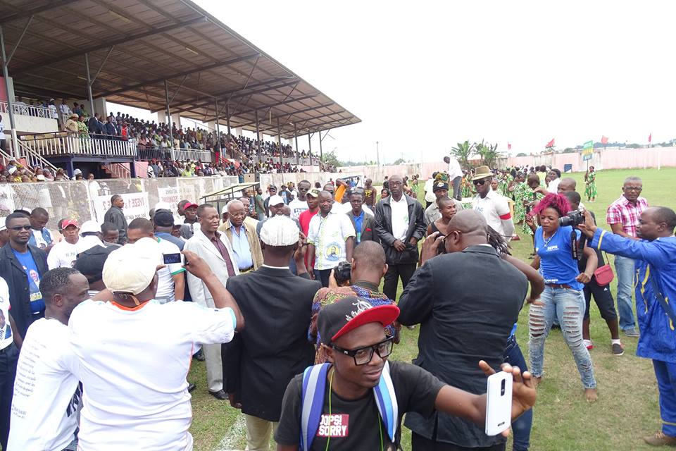 Le peuple de Bitam venu écouter René ndemezo'o Obiang @ Emmanuel Ebang Mvé