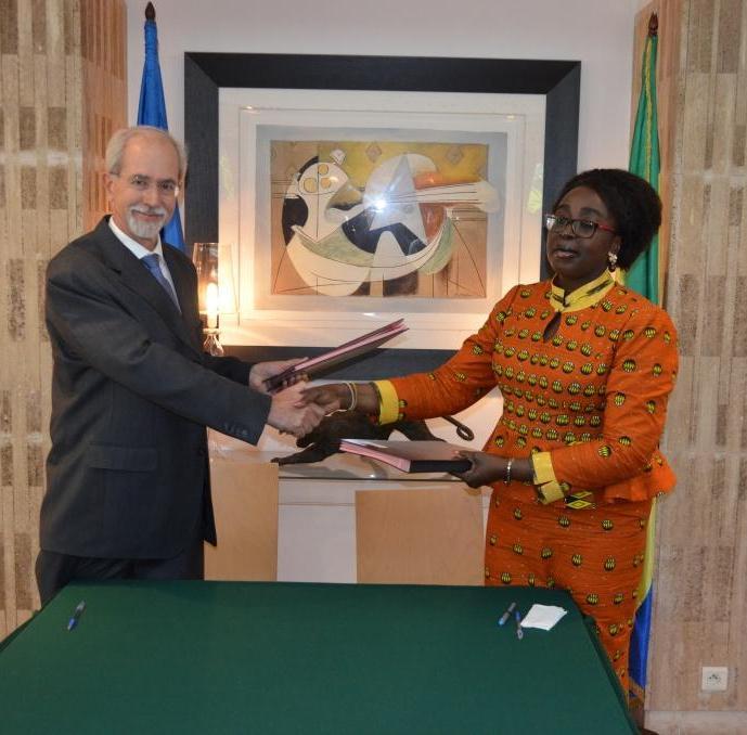 Paris et Libreville signent un accord en faveur des écoles conventionnées