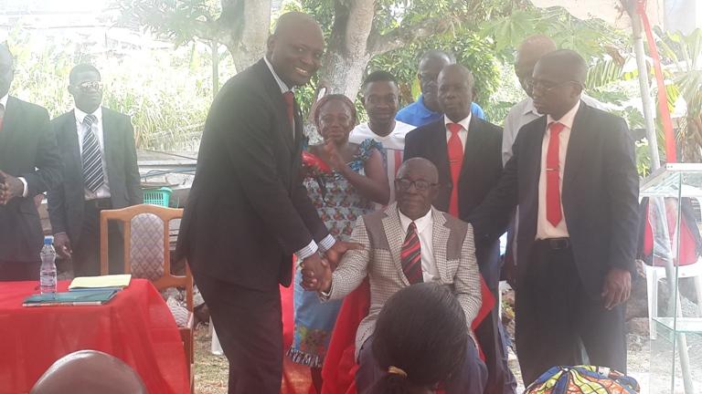 Bruno Ben Moubamba remobilise ses troupes dans les quartiers sous intégrés de Libreville