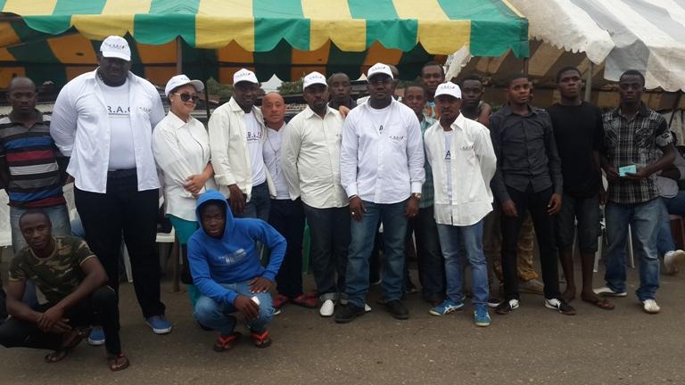 Photo de famille avec quelques jeunes de Cocotier @ Gabonactu.com