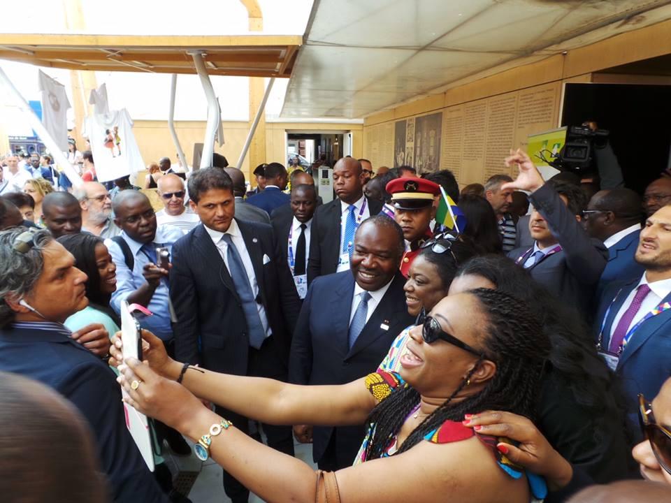 Accueil chaleureux à l'exposition @ facebook Ali Bongo