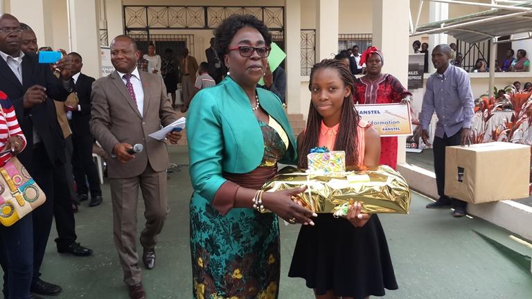 Le ministre de l'éducation nationale récompense 25 meilleurs bacheliers 2015