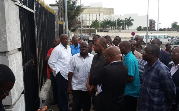 Ils ont tenté de forcer en vain  le portail de la DGR @ Gabonactu.com