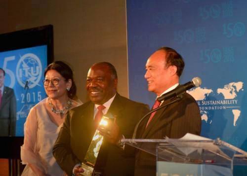 Ali Bongo Ondimba reçoit le prix TIC pour le développement durable