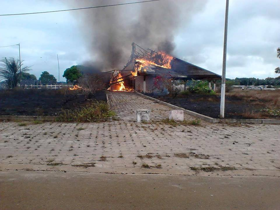 L'aérogare d'Omboué consumé par les flammes