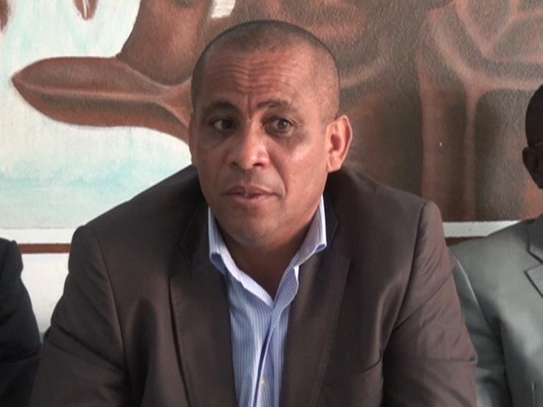 M. Bourdette expliquant le contenu de la Charte aux entrepreuseneurs de l'Ogooué Ivindo à Makokou @ Gabonactu.com