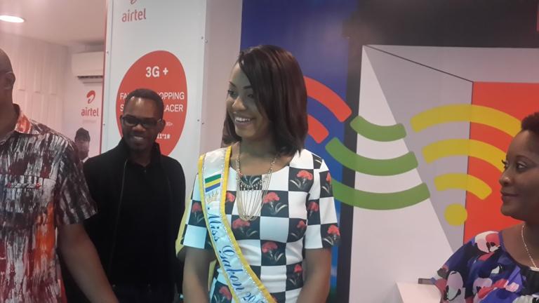 Miss Gabon dans une Agence Airte @ Gabonactu.com