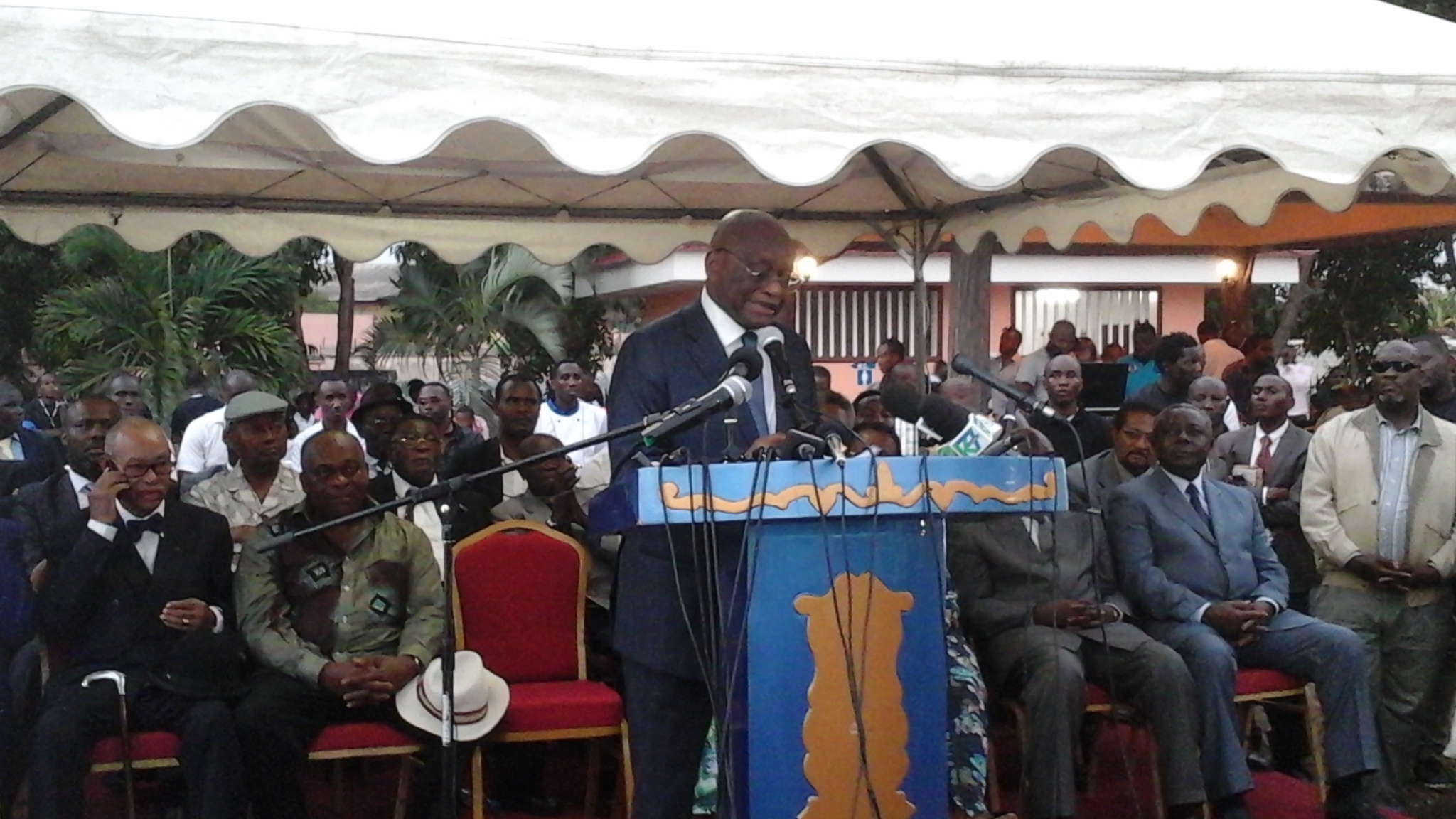 Jean François Ntoutoume Emane en larme  annonce sa démission du PDG et crée son parti