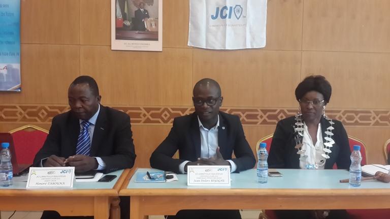 Les conferenciers au cours de leurs exposés @ Gabonactu.com