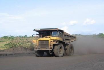 Un camion de transport de minerai de manganèse de la Comilog @ Gabonactu.com
