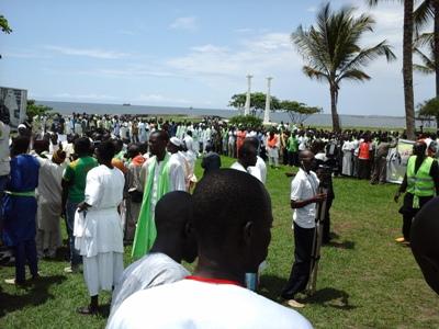 Devant le débarcadère d'embarquement @ Gabonactu.com
