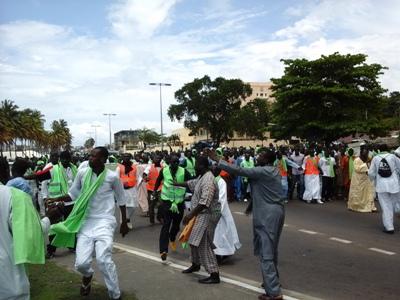 Les pèlerins face au débarcadère @ Gabonactu.com