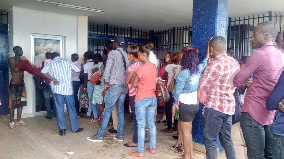 Le manque d'informations désespère les clients lassés mais disciplinés @ Gabonactu.com