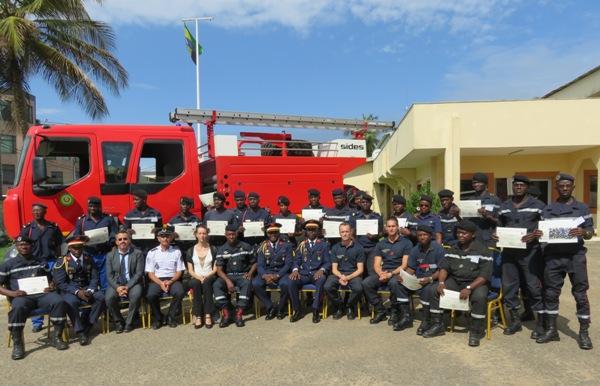 Des sapeurs-pompiers français forment  de moniteurs gabonais de secourisme