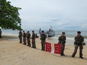 Les soldats français ont fait la haie d'honneur