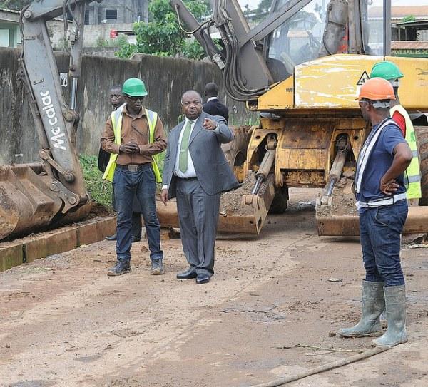 Ali Bongo à plein ciel et à Sibang en visite de chantiers