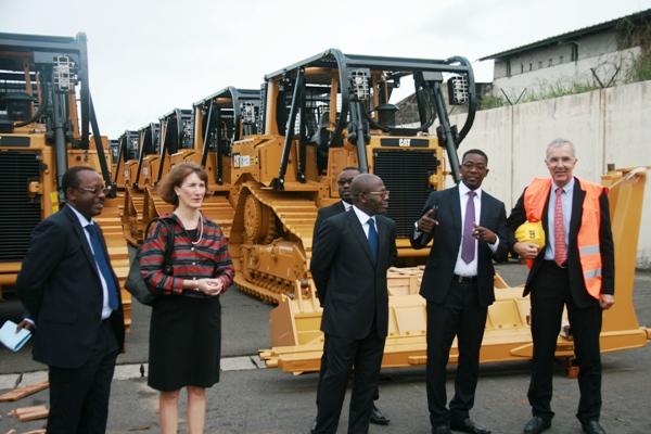 Vue des officiels à l'arrivée des engins au port d'Owendo @ Olam