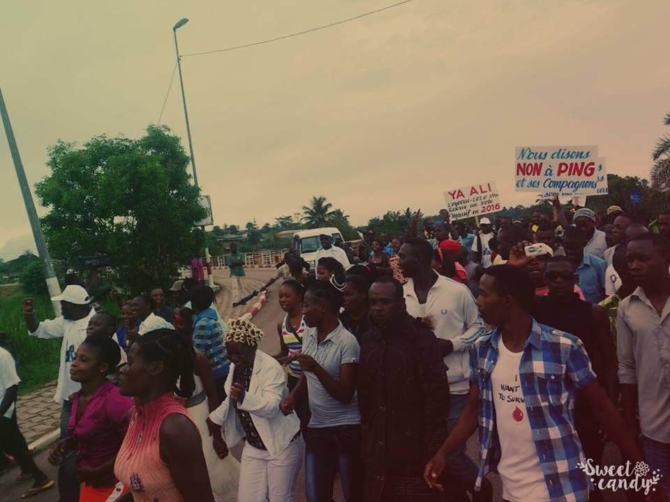 La grande causerie citoyenne du CRAC à Koula-Moutou a pris fin par une marche de soutien à Ali Bongo @ Images CRAC